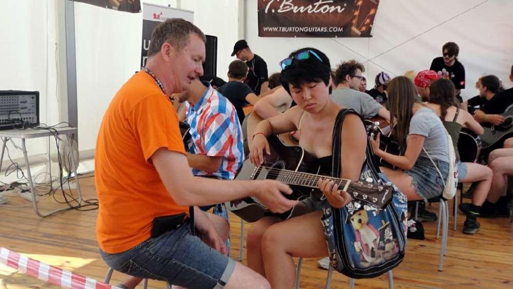 nauka gry na gitarze na woodstocku