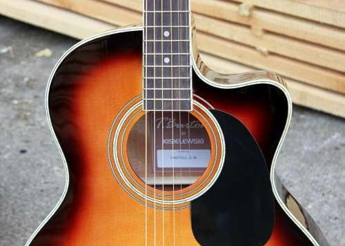 na jakiej gitarze zacząć naukę