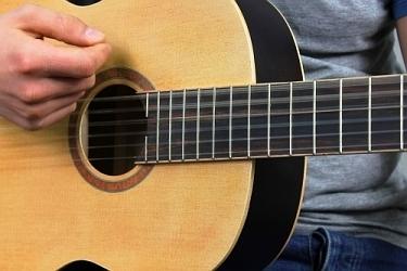 jaka gitara klasyczna na początek