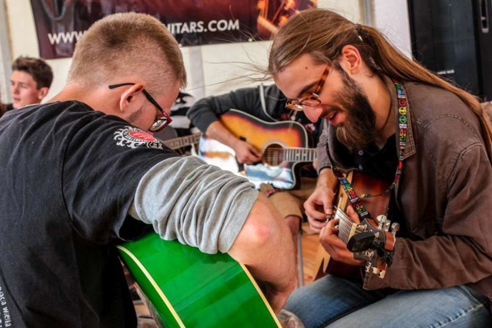 nauka gry na gitarze akustycznej woodstock